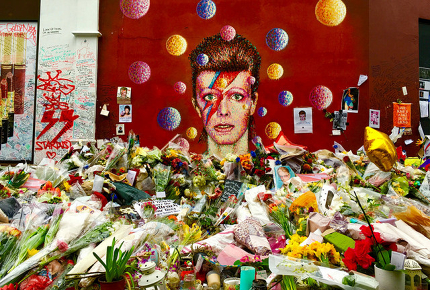 Flowers_pile_up_outside_the_Bowie_mural_in_Brixton_160223110207_XxLmIX